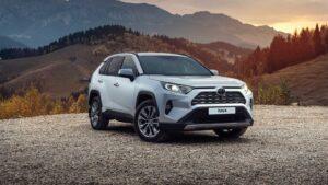 Автокредитов стало больше: продажи Toyota RAV4 в России выросли в два раза