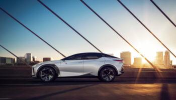 Lexus опубликовал фотографии концепта электрического кроссовера LF-Z