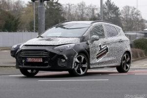 Новое поколение Ford Fiesta в камуфляже сфотографировали фотошпионы
