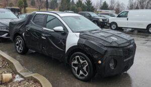 Новый пикап Hyundai Santa Cruz сфотографировали в камуфляже на парковке