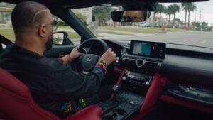 Lexus собрал седан IS Wax Edition с проигрывателем виниловых пластинок