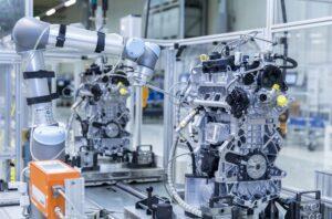 Двигатели Audi на конвейере нюхает робот