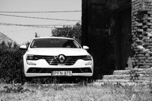Рабочие завода Renault во Франции взяли в заложники семь топ-менеджеров