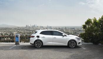 Renault показал рестайлинговый Megan с технологией E-TECH