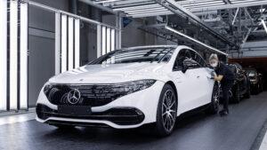 Электромобиль Mercedes EQS производится вместе с Maybach S-Class