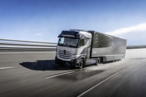 Mercedes тестирует водородный грузовик с пробегом больше 1 тысячи километров без дозаправки