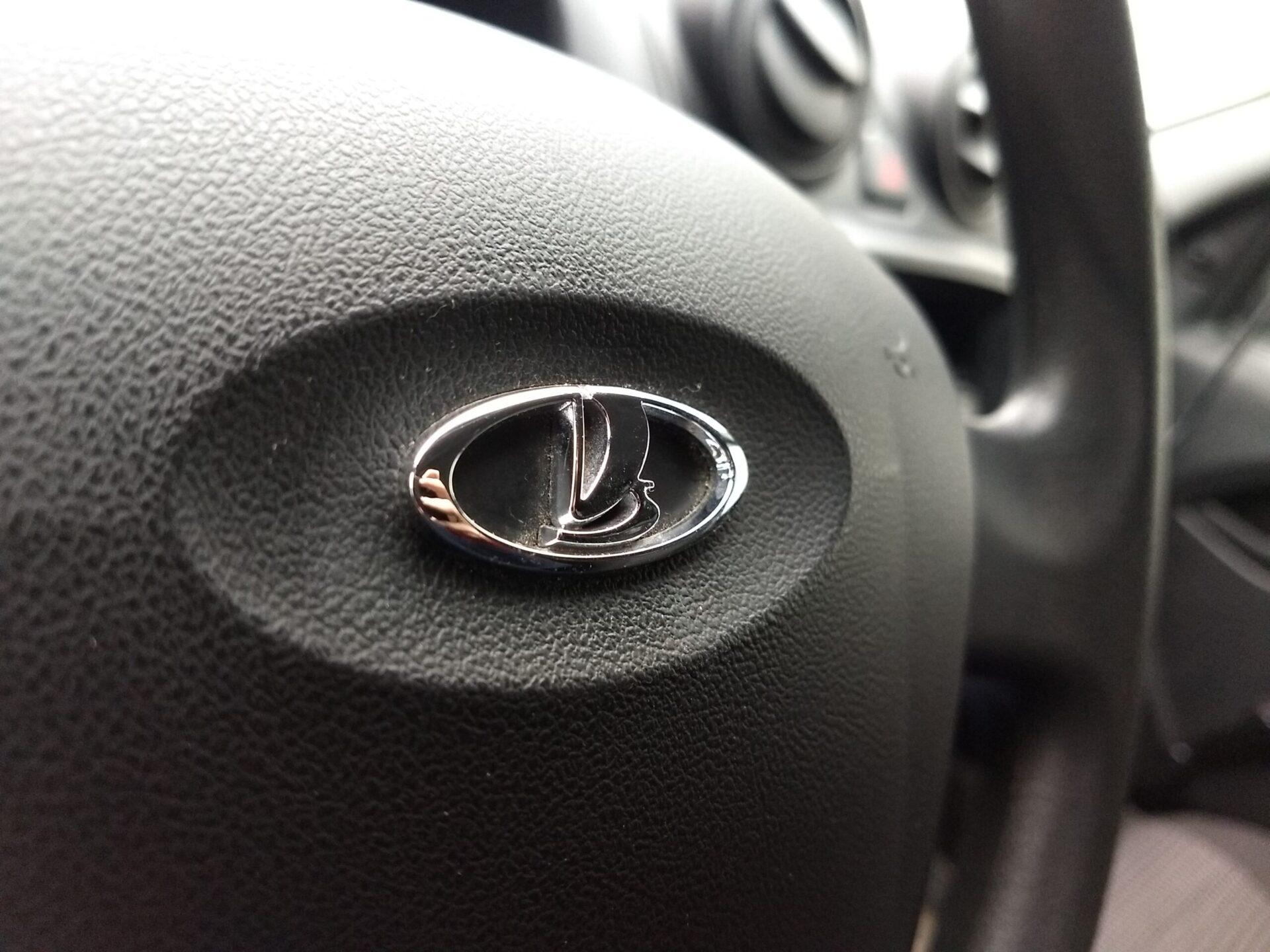 АвтоВАЗ третий раз в 2021 году повысил цены на свои автомобили LADA