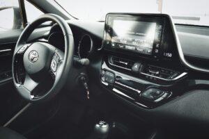 Toyota приостанавливает производство автомобилей из-за нехватки чипов