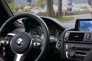 Водители каких автомобилей самые агрессивные: каждый второй водитель назвал BMW