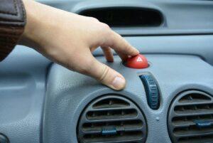 На какие автомобили чаще всего накладывают запрет на регистрационные действия в России перечислил Авто.ру