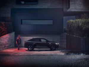 Renault рассказал подробности о новом гибридном кросс-купе Arkana E-TECH 145