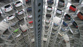 ТОП 10 новых автомобилей, которые продаются быстрее остальных машин в России