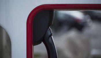 Volvo расширяет сеть станций для подзарядки своих электромобилей
