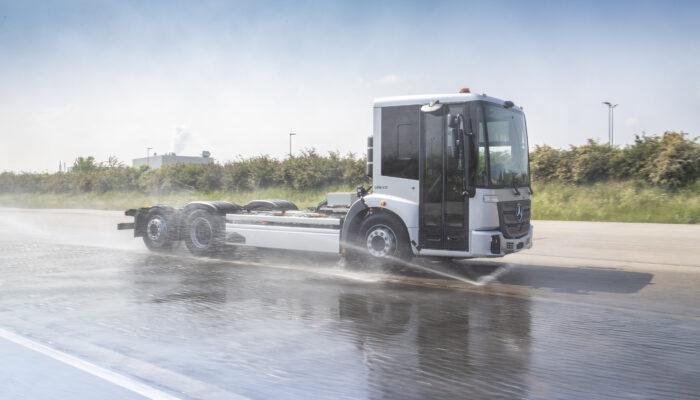 Mercedes начал испытания мусоровоза eEconic на архитектуре eActros