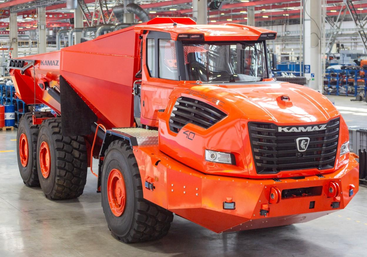Беспилотный КамАЗ-6561 «Геркулес» с гибридной остановкой презентовали в России
