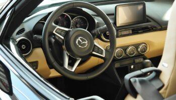 Значок Mazda 3 на руле впивается в водителя во время ДТП