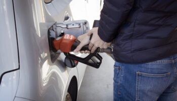 НТС: Цена на бензин в России должна быть на 3-5 рублей выше