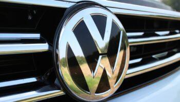 Volkswagen Touareg сможет парковаться без участия человека
