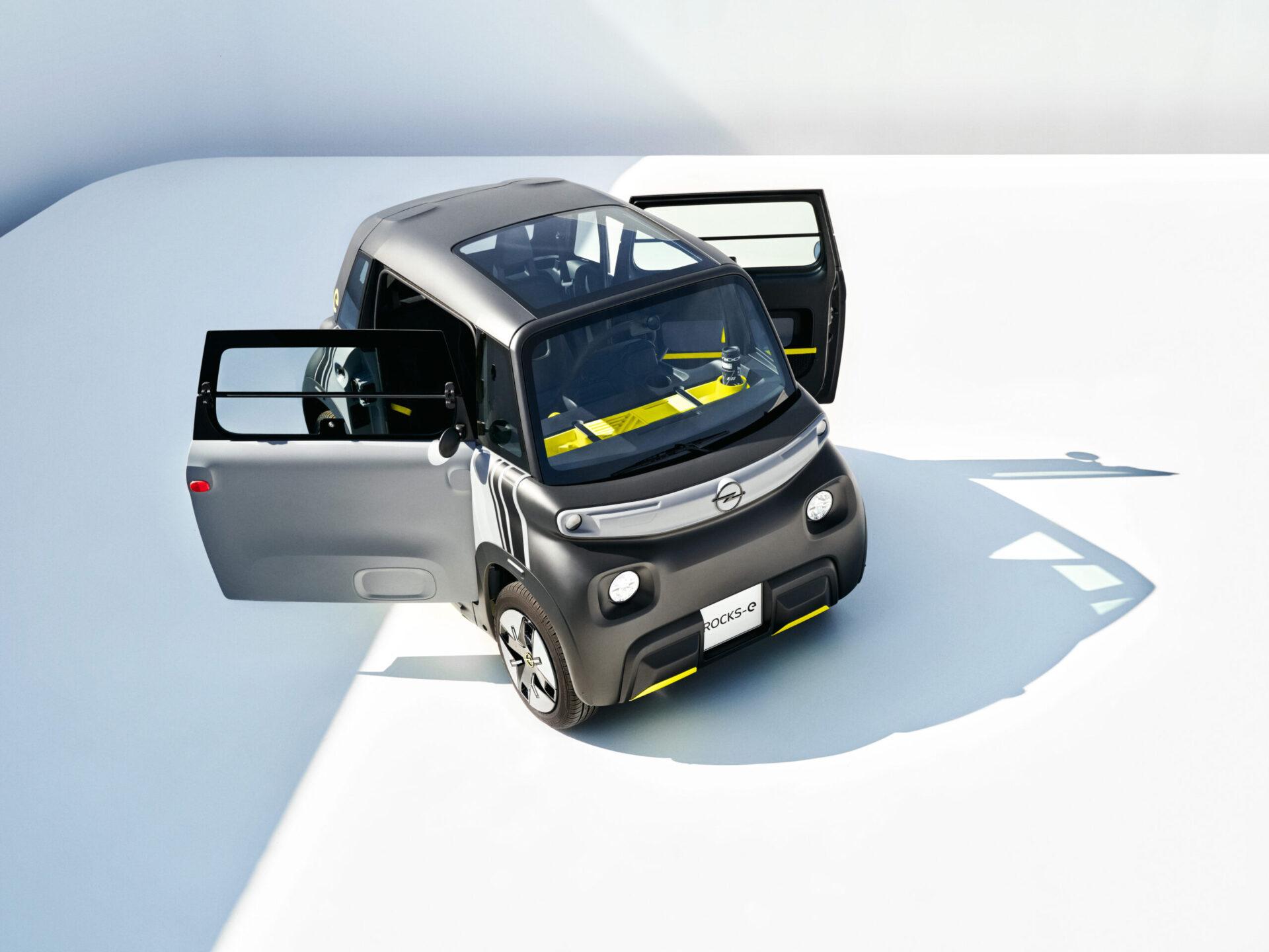 Компания Opel представила новый городской электрокар Opel Rocks-e для 15-летних подростков