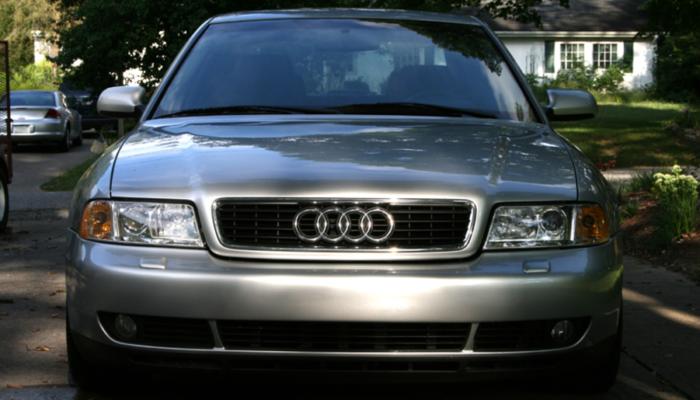 В России бесплатно заменят подушки безопасности на 25-летних автомобилях Audi в 2021 году