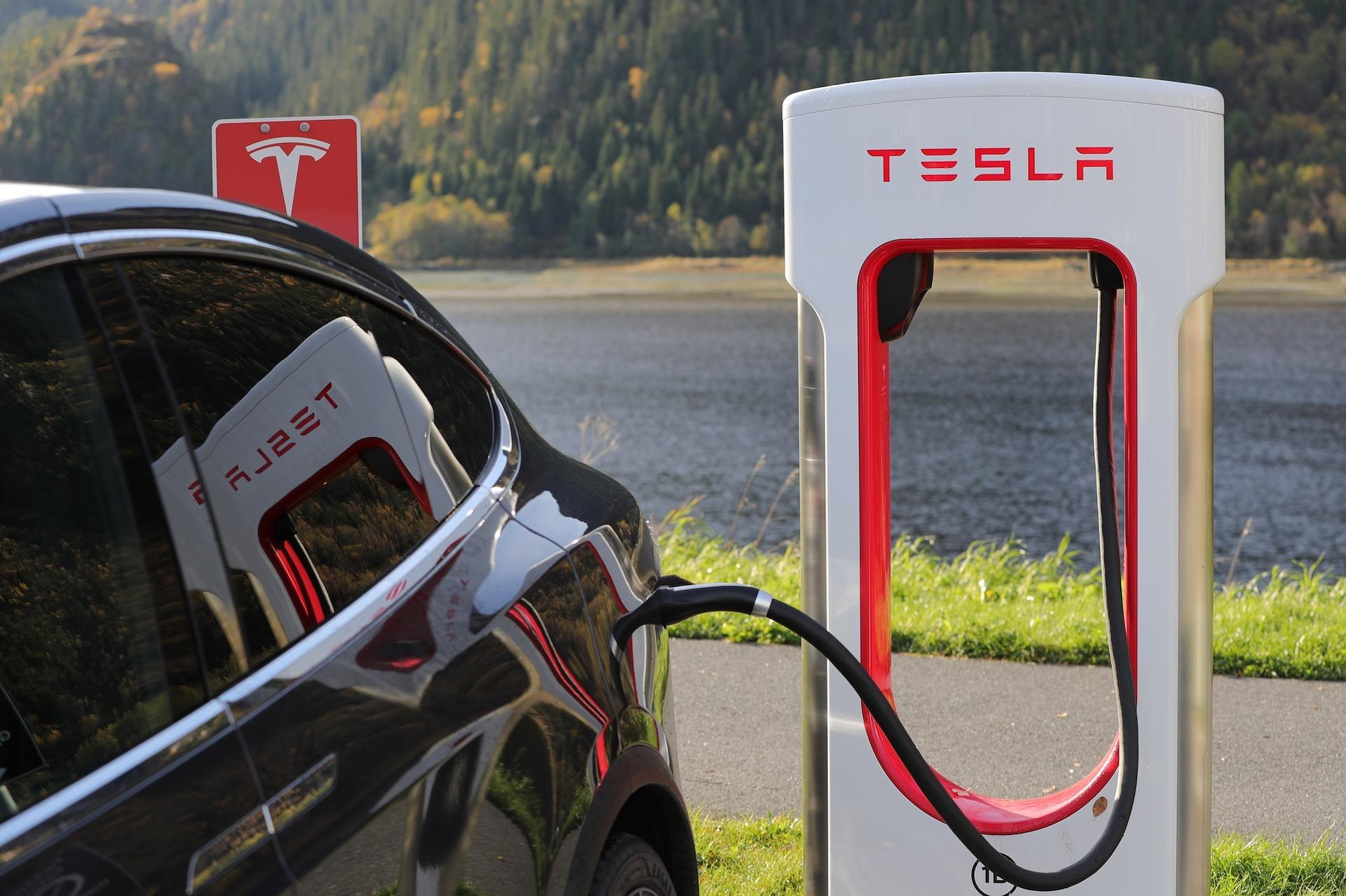 Известный разработчик Кармак вызвался ускорить работу интерфейса в старых автомобилях Tesla