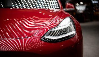 Акционеры Tesla предупредили о рисках приобретения никеля у «Норникеля» в РФ