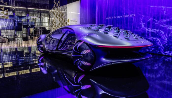 Mercedes показал действующую систему управления автомобилем Vision AVTR силой мысли