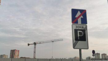 Вывернутые колеса автомобиля вошли в 5 частых мифов об эвакуаторах в России