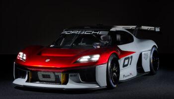 Компания Porsche представила в Мюнхене концепт гоночного электрокара Mission R