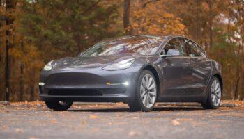 Бюджетный электромобиль хэтчбек Tesla Model 2 без руля и педалей появится в 2023 году