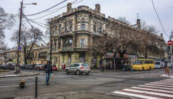 Минтранс в РФ предложил изменить приоритеты на перекрестках с круговым движением