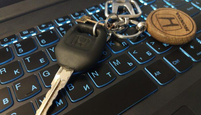 Водителям в РФ напомнили об освобождении от техосмотра новых автомобилей в 2021 году