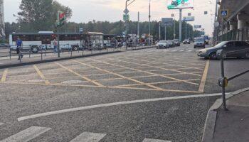 Камеры в Москве начали фиксировать автомобили и мотоциклы между полос